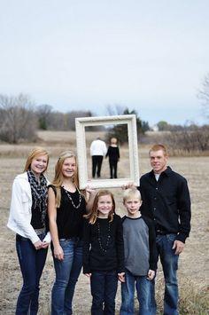 20 Fun and Creative Family Photo Ideas - Hative