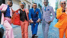 """A Brazzaville, Kinshasa et à Paris, la SAPE (Societé des Ambianceurs et des Personnes Elégantes), plus largement désignée sous le nom de """"sapologie"""", est un mouvement d'identité vestimentaire qui détourne et réinvente depuis plus de 100 ans les codes de la mode parisienne. Contrairement à la plupart des subcultures de mode, il ne s'agit pas d'un mouvement spontané et éphémère. Très consciente de sa longue histoire, la sapologie est une forme revendiquée du dandysme et un..."""