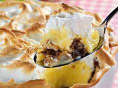 Ingredientes 200 g de pão de ló ou qualquer outro bolo de sua preferência Margarina para untar 1/2 xícara (chá) de leite achocolatado 2 1/2 xícaras