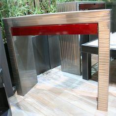 Cette console ou coiffeuse tout en métal brossé est 100% Made in France ! ce meuble métal à tiroirs est élégant et très décoratif dans votre maison moderne et contemporaine. Pratique et fonctionnelle, cet meuble console est made in france