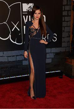"""Selena Gomez está """"nas nuvens"""" com novo amor http://angorussia.com/entretenimento/fama/selena-gomez-esta-nas-nuvens-com-novo-amor/"""