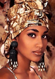 Beauty and brains- Lisa Hanna former Miss World, now Minister of Culture in Jamaica African Beauty, African Fashion, Black Girl Magic, Black Girls, Costume Ethnique, African Head Wraps, Ebony Beauty, Black Beauty, Turbans