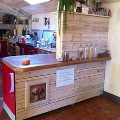 IMG 2903 Elément de cuisine / Pallets Kitchen element in pallet kitchen with wood Pallets Kitchen Wooden Pallet Projects, Wooden Pallet Furniture, Wooden Pallets, Euro Pallets, 1001 Pallets, Pallet Wood, Pallet Kitchen Cabinets, Affordable Kitchen Cabinets, Furniture Projects