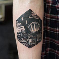 Philip Yarnell astronaut tattoo                                                                                                                                                                                 Mehr
