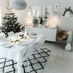 Minimalist Christmas, Christmas Mood, Scandinavian Christmas, Modern Christmas, Christmas Themes, Scandinavian Style, Christmas Interiors, Xmas Decorations, Christmas Inspiration
