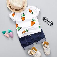 MOF Kids boys T-shirt & shorts set carrot print, the T-shirt features a round neck, short sleeves, and carrot print. The shorts are finished to a short length. Boys Summer Outfits, Summer Boy, Baby Boy Outfits, Kids Outfits, Baby Boy Fashion, Kids Fashion, Short Bleu, Newborn Boy Clothes, T Shirt And Shorts