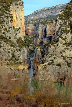 La Foz de Lumbier, estrecha garganta labrada por el río Irati declarada reserva natural.  Navarra  Spain