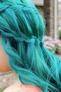 I ❤ COLOR AZUL  TURQUESA + AQUA ♡ Although i would never dye my hair this color, that is one fresh teal waterfall braid :)