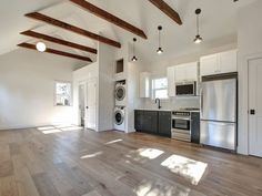 This detached ADU in the Woodlawn neighborhood is one of Portland's most popular Airbnbs. It boasts modern finishes and soaring ceilings. Garage Apartment Interior, Garage Studio Apartment, Garage Apartments, Garage Interior Design, Barn Apartment, Garage Gym, Plan Garage, Garage Ideas, Garage Renovation