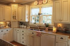 Love this simple well-done kitchen