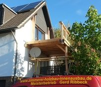 Douglasie im Holzbalkon Bau - Die Witterungsbeständigkeit ist deutlich höher als bei Holzbalkonen, die aus Fichten- oder Tannenholz gefertigt werden. http://www.zimmerei-massivholzbau.de/holzbalkone.html