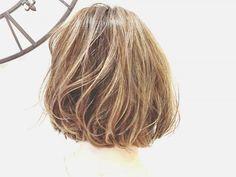 夏のヘアカラーに悩む人必見!大人ハイトーンの可能性とは……?