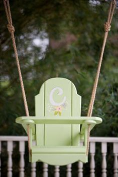 I am Bonnie with Bonnie Builds! Last October I made a little wooden swing for my nieces first birthday. It was such a huge hit that I made a Woodworking For Kids, Woodworking Projects Plans, Teds Woodworking, Wooden Baby Swing, Wood Swing, Baby Musical Toys, Kids Swing, Child Swing, Baby Swings