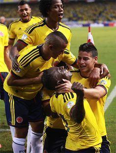 La selección Colombia derrotó 1-0 a Ecuador y está virtualmente clasificada al Mundial de Brasil 2014. La 'Tricolor' sumó 26 unidades y se mantiene en la segunda posición de la eliminatoria sudamericana: http://www.elpais.com.co/elpais/deportes/fotos/imagenes-impactantes-partido-colombia-vs-ecuador