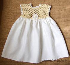 Vanwege vakantie accepteer ik geen bestellingen vanaf 15 juli tot 15 September. Welkom terug van September. Meer informatie in persoonlijke brieven. *********************  Deze jurk is haakwerk met linnen draad om haar koel te houden, en ook voor duurzaamheid, & geaccentueerd met bloemen van de taille. De jurk is een linnen doek die gebruikt. Deze jurk past een baby van 0 tot 5 jaar oud.  Ik beveel bij de hand wassen en lag plat te drogen. Stuur me een email als u vragen hebt. Kleur verw...