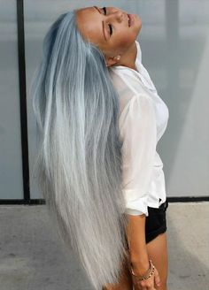 Amazingly long hair with awesome color