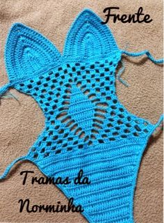 Ponto Preso1: Croche - uma peca especial para Belinha... This can be translated and it's a child's swimsuit.