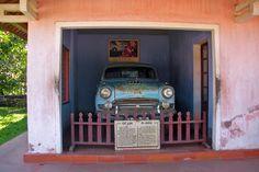 http://www.vietnamitasenmadrid.com/hue/que-ver-hue-vietnam.html El coche del famoso monje que se quemó a lo bonzo como señal de protesta.