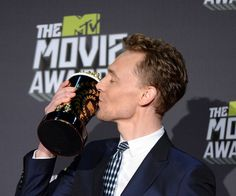 11 Best Tom Hiddleston Cheekbone Moments, Because His Bone Structure Is Undeniably Flawless