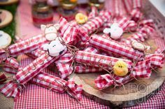 Romi Fuks Eventos's Birthday / - Photo Gallery at Catch My Party Farm Birthday, Birthday Parties, Diy Souvenirs, Party Themes, Party Ideas, Little Red Hen, Farm Party, Farm Theme, Ideas Para Fiestas