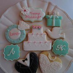 主人の依頼で制作したウェディングアイシングクッキー。元部下の女の子のご結婚祝いに。 - 23件のもぐもぐ - ウェディングアイシングクッキー by Chez Blanca