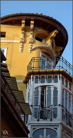 Ferran House in Teruel (Spain) / Casa Ferran en Teruel by Trensamiro Art Nouveau Architecture, Art And Architecture, Invisible Cities, Unique Buildings, Bilbao, Beautiful Space, Old World, Madrid, Art Deco