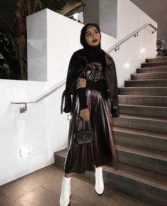 k mentions J'aime, 189 commentaires - Shahd Batal (Shahd Batal) sur Insta. Modest Fashion Hijab, Street Hijab Fashion, Casual Hijab Outfit, Hajib Fashion, Fashion Outfits, Fashion History, Modern Fashion, Womens Fashion, Winter Fashion