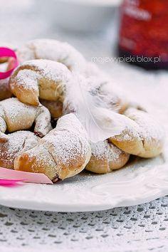 Embedded Croissants (View this recipe with Google Translate, these are so yummy!) http://www.mojewypieki.com/przepis/zatapiane-rogaliki