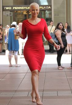 Amber Rose shows off her bombshell curves in fitted red frock Amber Rose, Curvy Fashion, Look Fashion, Beautiful Curves, Beautiful Women, Red Frock, Mode Plus, Up Girl, Lady In Red
