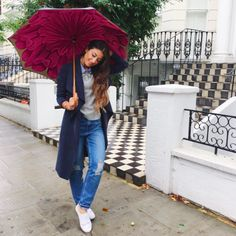 Mimi Ikonn | Light wash ripped jeans, white ASOS sneakers, navy blue trench coat, & Brellini umbrella | OOTD