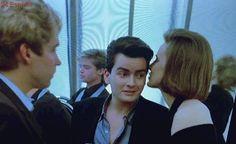 La foto de Charlie Sheen que muestra la primera aparición de Brad Pitt en el cine