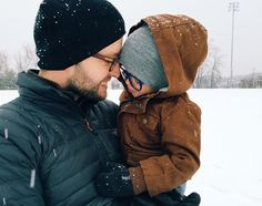 Colors for family pictures in the snow