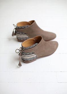 Sézane - Low Farrow Tassel Boots-w/ heels Sock Shoes, Cute Shoes, Me Too Shoes, Pretty Shoes, Bootie Boots, Shoe Boots, Shoes Sandals, Flat Ankle Boots, Cute Ankle Boots