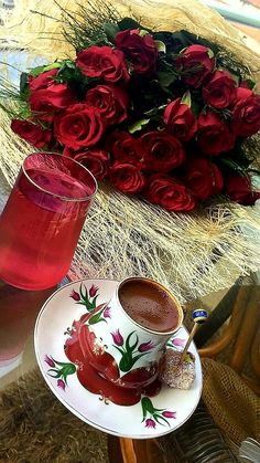I Love Coffee, Brown Coffee, Coffee Break, My Coffee, Coffee Drinks, Morning Coffee, Coffee Cups, Beautiful Rose Flowers, Breakfast Tea