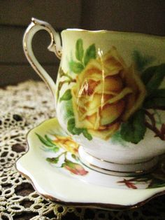Royal Albert Yellow Tea Rose Pattern