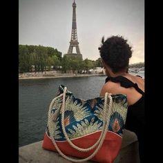 Nepyjwoda sur Instagram: Sac Samba (patron Sacôtin) Depuis qu'il a été offert, on me dit sans l'oreillette que Samba prend des vacances, entre Paris et…