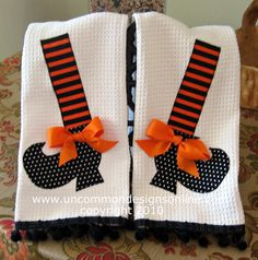 Fancy and Fun Witch Shoe Dish Towels by Uncommon Designs. could do elf shoes, etc Halloween Quilts, Halloween Sewing, Halloween Boo, Halloween Projects, Holidays Halloween, Halloween Decorations, Fall Decorations, Manualidades Halloween, Adornos Halloween
