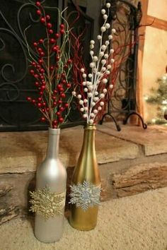 Wine bottle decor for Christmas Recycled Wine Bottles, Wine Bottle Art, Diy Bottle, Wine Bottle Crafts, Jar Crafts, Kids Crafts, Shell Crafts, Christmas Centerpieces, Xmas Decorations