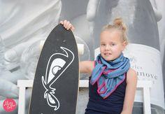 Driehoeksjaal Liz Top sjaal voor een stoere meid! #driehoeksjaal #meidensjaal #demin #slang #poms #roze www.ollieenflo.nl
