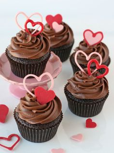 Chocolate Valentines Heart Cupcakes - 15 Charming Valentine's Day Cupcakes | GleamItUp