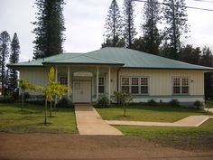 KIngdom Hall, Lana'i, Hawaii~what a pretty looking Hall! Love it!