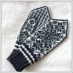 Ravelry: Stjernetrio pattern by Marianne Skjelstad Knit Mittens, Mitten Gloves, Knitting Socks, Crochet Slippers, Knit Crochet, Crochet Hats, Crochet Clothes, Fiber Art, Ravelry