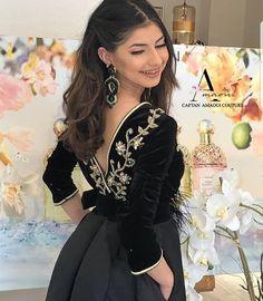 Morrocan Dress, Moroccan Caftan, Abaya Designs Latest, Hijab Fashion, Fashion Dresses, Morocco Fashion, Arabic Dress, Bollywood Dress, Caftan Dress