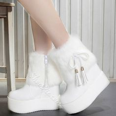 Shoespie Solid Color Round Toe Fringe Platform Furry Boots
