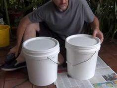 Med bokashi kan du kompostere alt matavfall innendørs i en vanlig bøtte med lokk. Ingen sortering, ingen vond lukt.