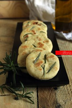 Italian Recipes, Vegan Recipes, Cooking Recipes, Focaccia Pizza, Italian Street Food, Sour Foods, No Salt Recipes, Crunch, Yummy Food