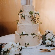 This cake is obviously gorgeous and it must have been so tasty too- it's a vanilla-chocolate chip cake with nutella buttercream filling and a caramel meringue icing from @whippedbakeshop. photo: @withloveandembers, floral design: @katefarleydesign #snippetandink #meaningfulwedding #realwedding