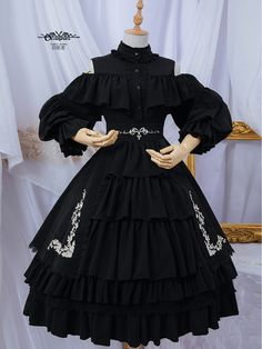 Jenny Open-Shoulder Embroidered OP-A Version by Ouroboros Pretty Outfits, Pretty Dresses, Beautiful Dresses, Cool Outfits, Harajuku Fashion, Lolita Fashion, Lolita Gothic, Mode Lolita, Lolita Style