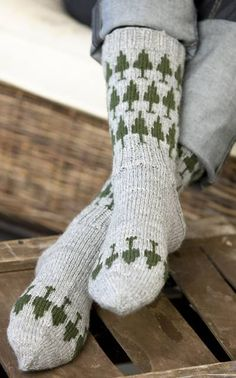 page has so many cool patterns.if only I could read finnish? Knitting Socks, Hand Knitting, Knitting Patterns, Knit Socks, Cool Patterns, Yarn Crafts, Warm And Cozy, Knitting Projects, Needlework