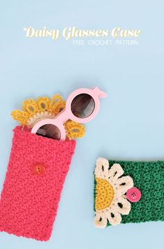 Crochet Pouch The Happy Daisy Crochet Glasses Pouch - Free Pattern - Persia Lou - Keep your favorite sunnies safe in this cute floral crochet glasses pouch. The Happy Daisy Pouch is a free crochet pattern that is simple and quick to make. Clutch En Crochet, Crochet Pouch, Crochet Purses, Crochet Gifts, Mobiles En Crochet, Crochet Mobile, Crochet Phone Cover, Crochet Phone Case Pattern Free, Pouch Pattern